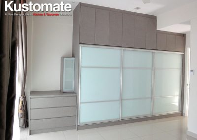 Built-in Sliding Wardrobe For Master Bedroom