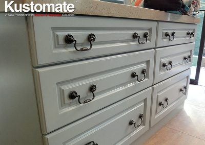 Drawer Type Built-in Classic Cabinet With Quartz Countertops