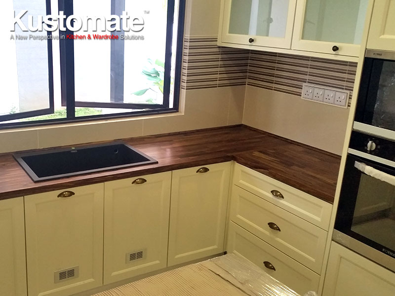 Solid Wood Classic Kitchen Cabinet Design 01
